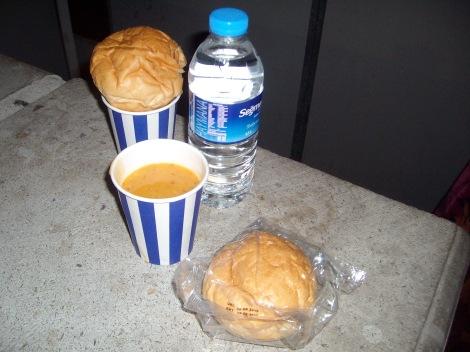 Халявный обед или ужин. Суп+булка+бутылка воды